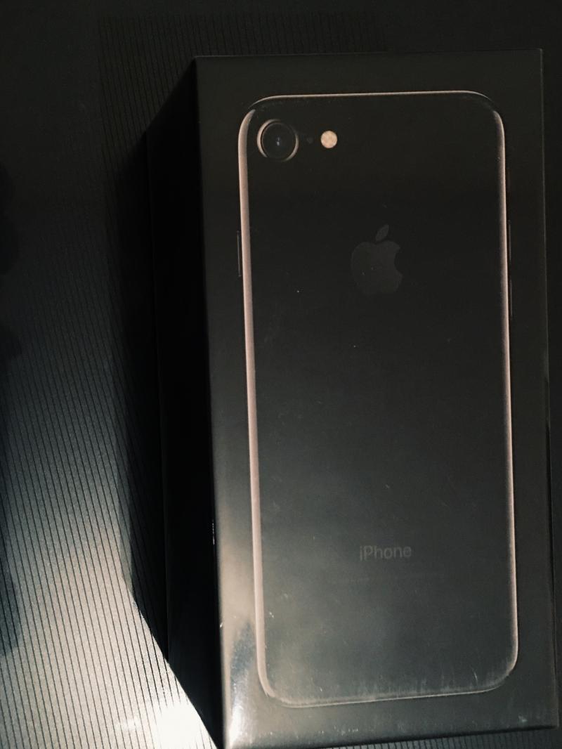 Iphone 7 128GB черный глянец