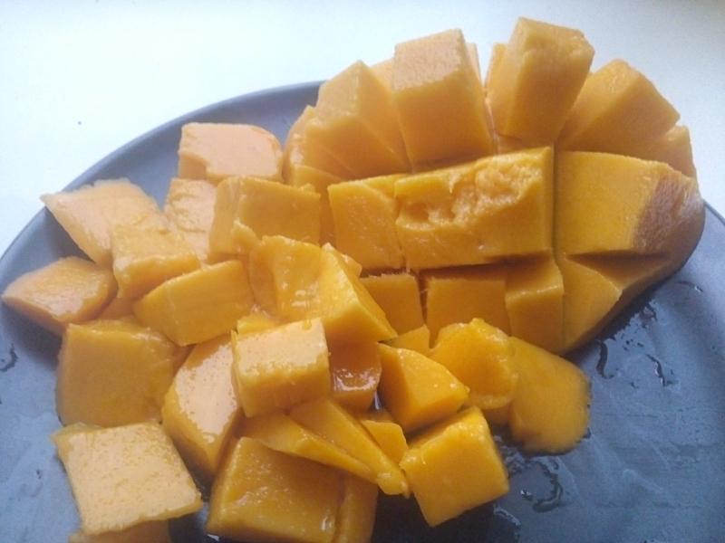 Фрукты сдоставкой: манго, авокадо, хурма и так далее