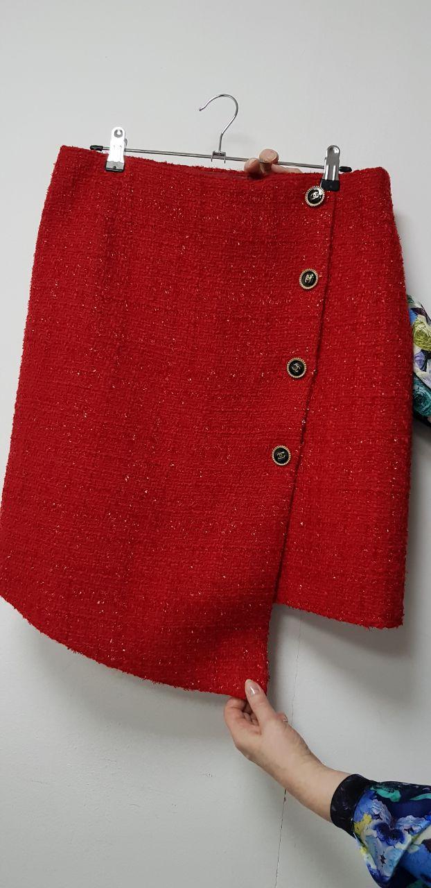 Продам юбку из твидовой ткани новую с запахом на пуговицах