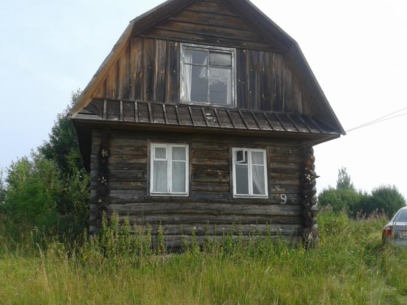 Дом из бревен, с мансардой. Построен 20 лет тому назад. Участок 15 соток.