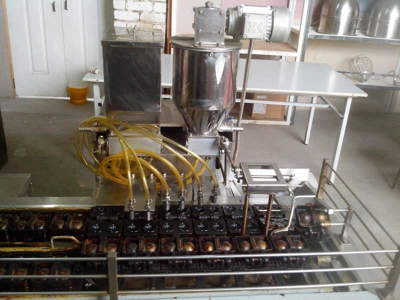 Продам автоматическую машину HRE-22 (бисквит с начинкой типа Барни)
