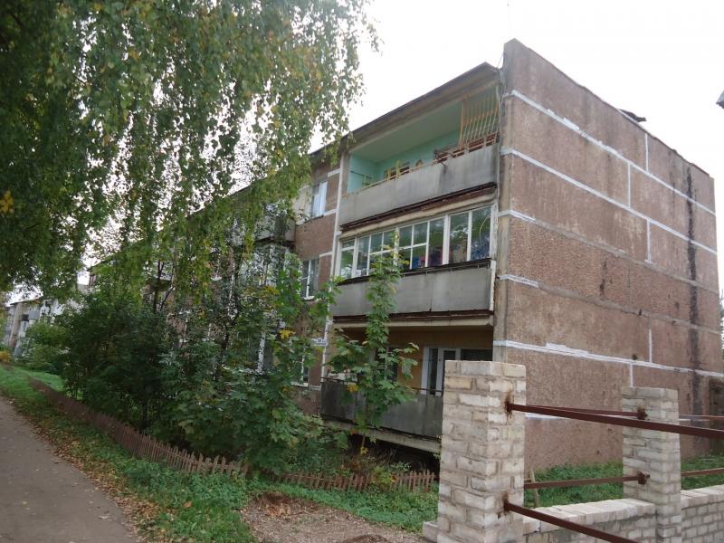 3-к квартира, 60 м2, 3/3 эт. в центре поселка,с удобствами
