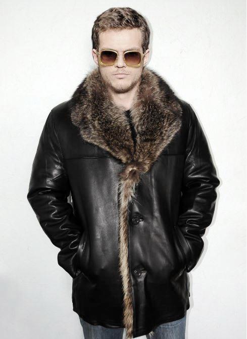 Кожаная куртка с мехом енота !