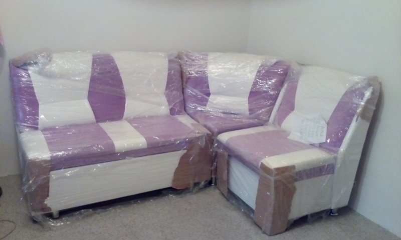 Продам угловой кухонный диван,новый со спальным местом