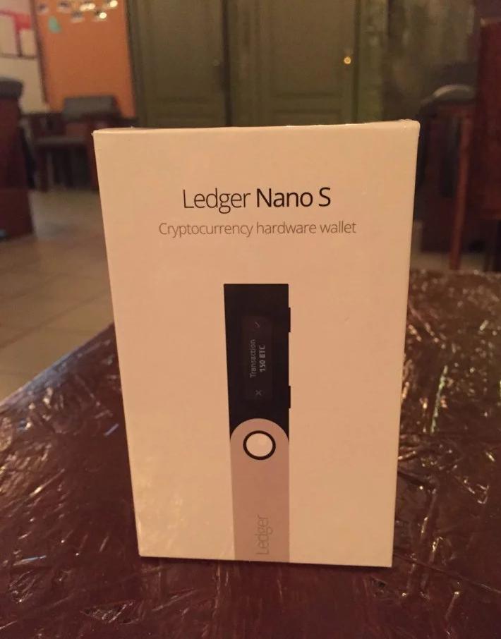 Аппаратный кошелек для криптовалют Ledger Wallet Nano S