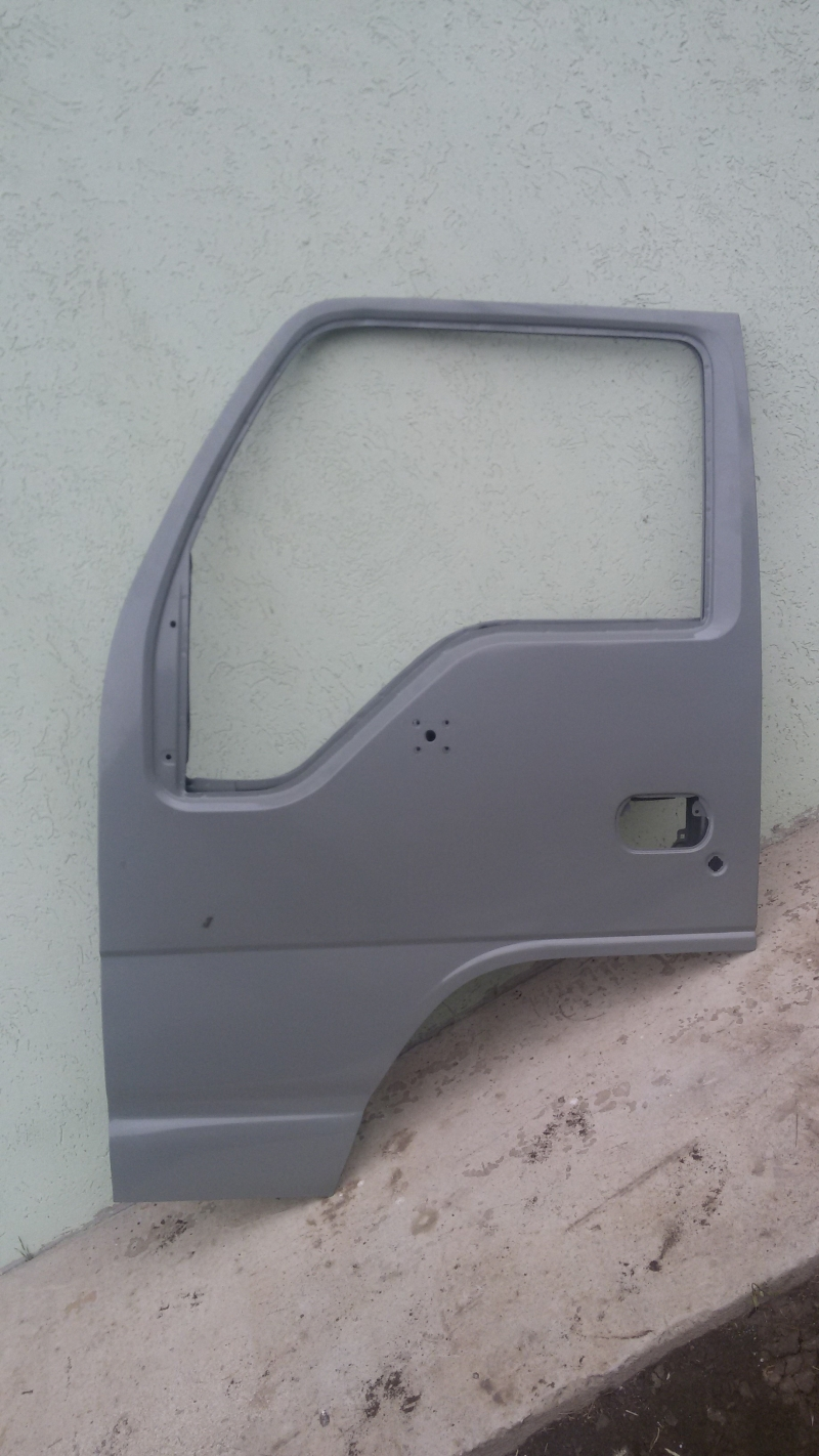 левая дверь на isuzuNQR75P