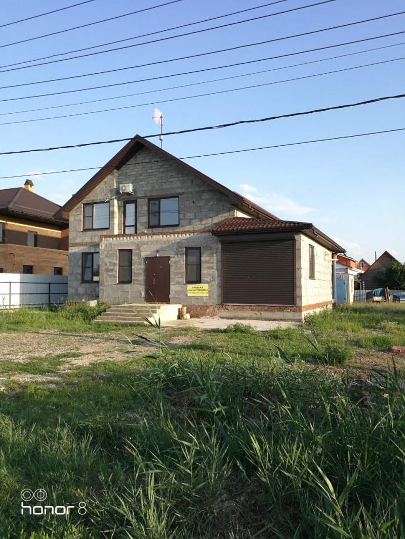 Дом 180 м2 с земельным участком