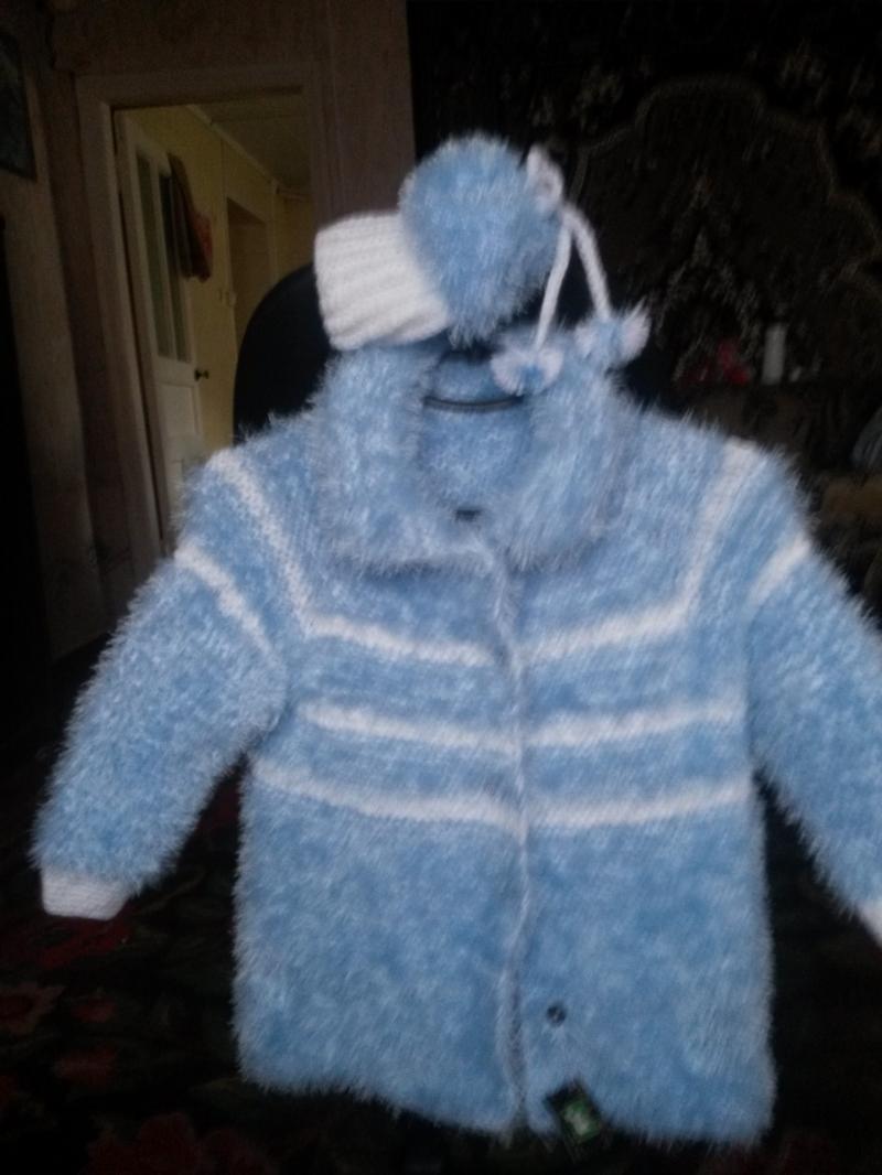 Вязаное пальто - шубка и шапочка