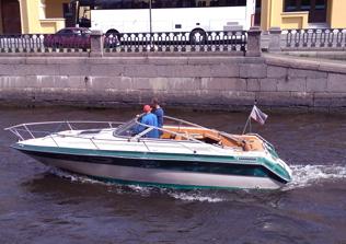 Аренда катера или яхты, прогулки по рекам и каналам, экскурсии по Петербургу
