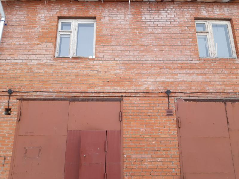 Нежилое помещение с гаражным боксом, 135м2