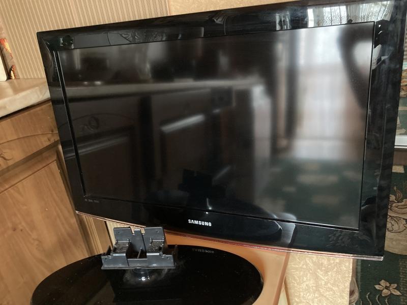 Продам телевизор SAMSUNG диагональ 85 см.