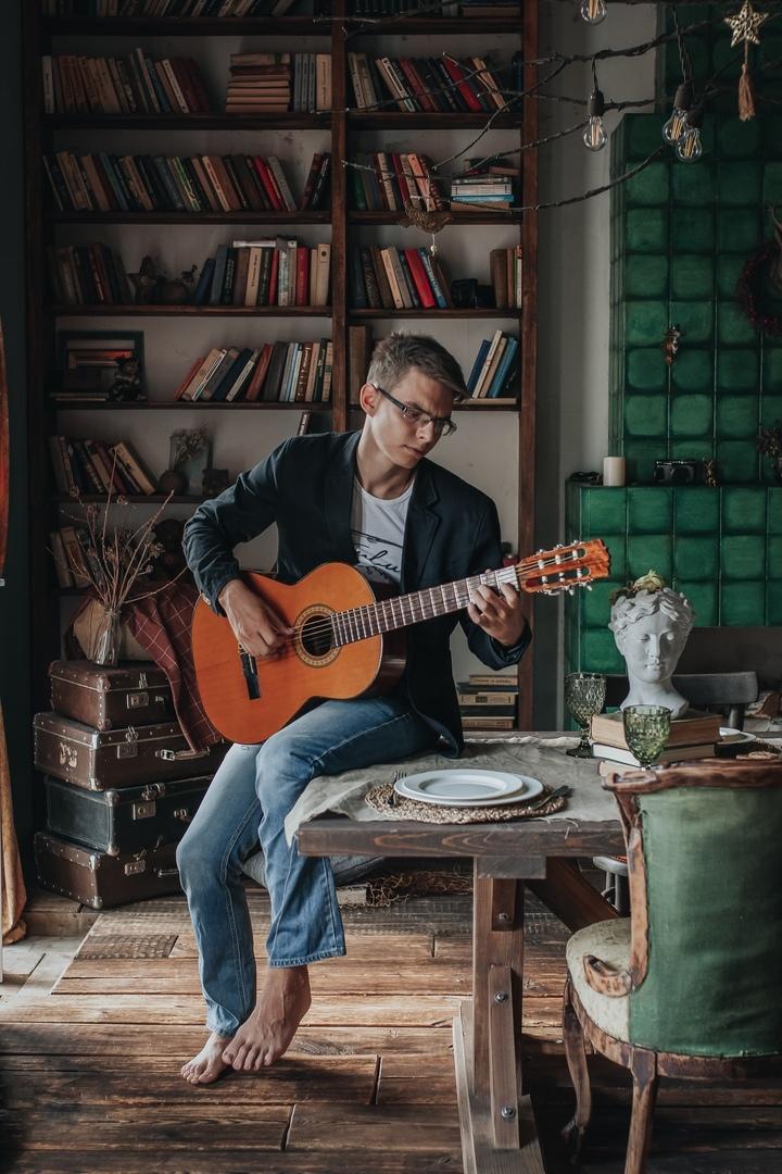 Уроки гитары и укулеле - онлайн и офлайн