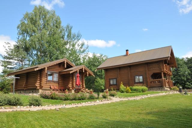 Дом 50 м2 комфортабельный рубленный в старо-русском стиле дом