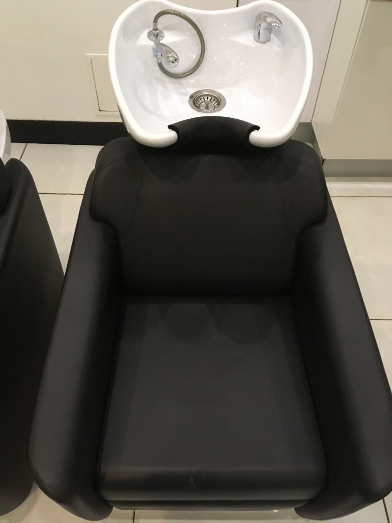 Кресло - мойка для головы в салон красоты.