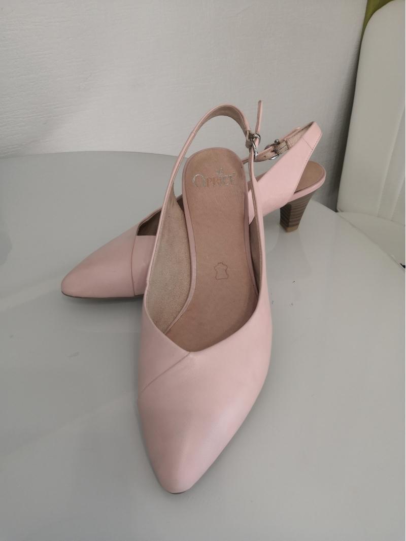 Нежные красивые туфли