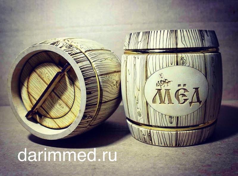 Деревянные бочонки с мёдом