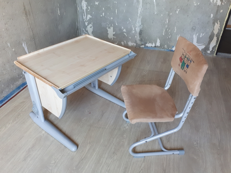 Продам парту Дэми СУТ-14 в комплекте со стулом