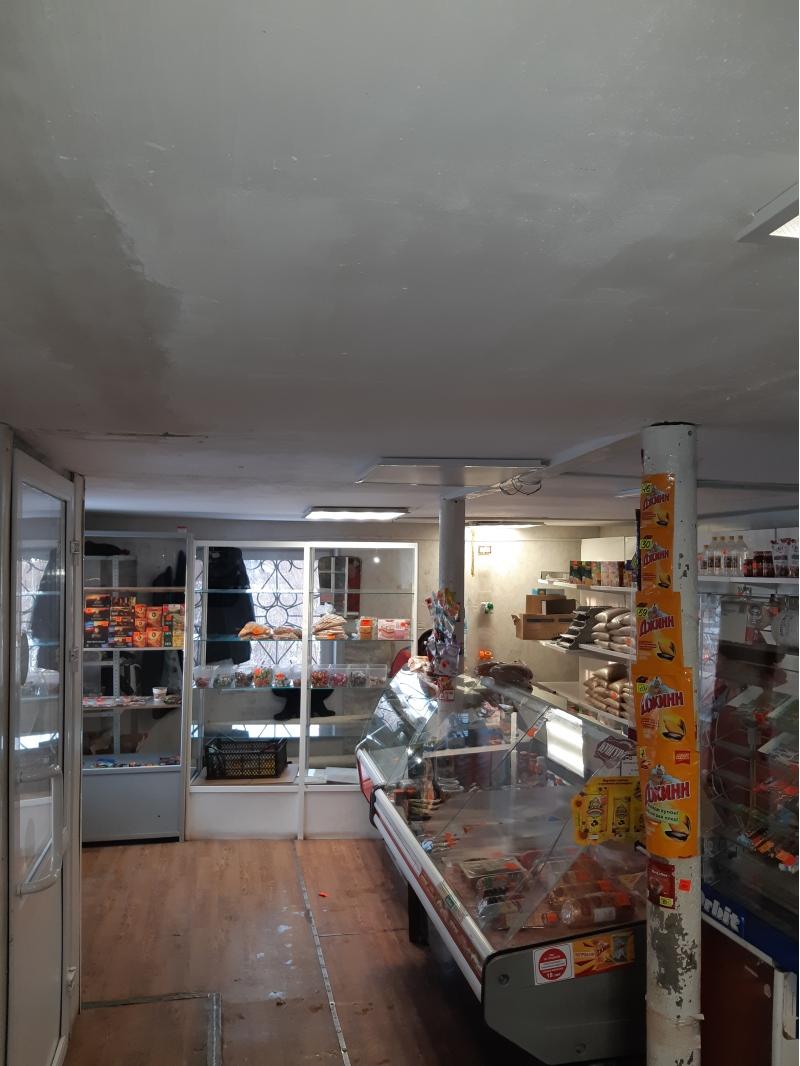закрытый продуктовый магазин