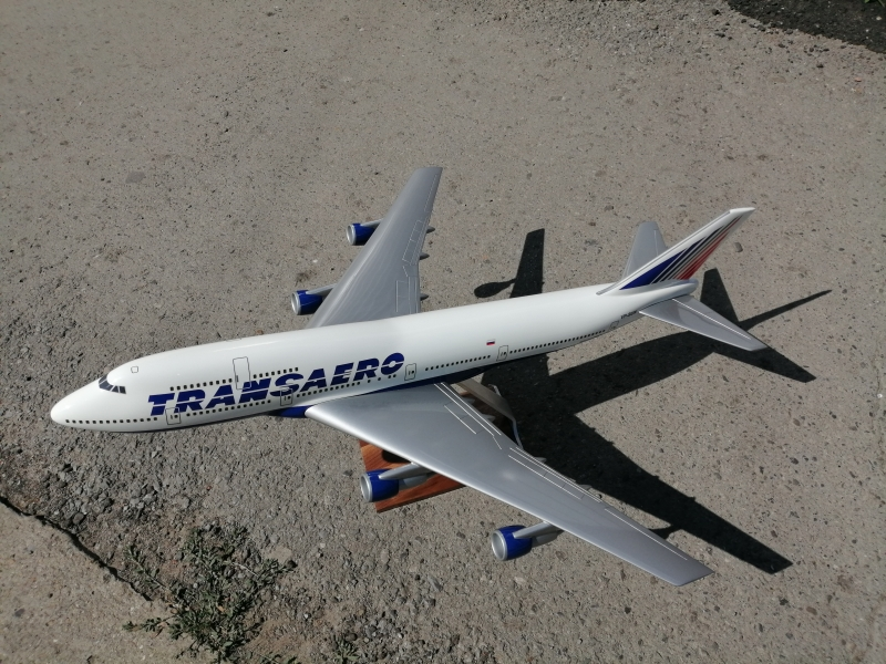 Продаю модель самолёта Бойнг 747
