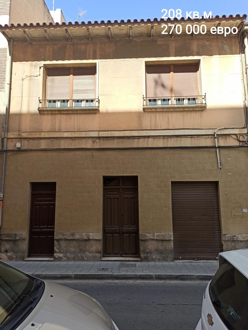 Продаётся здание целиком или отдельно помещениями в г.Аликанте (Испания)