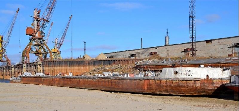 Продам судно P-63 (наливная баржа-бензовоз г/п 200 тонн, без груза - 54 тонны)