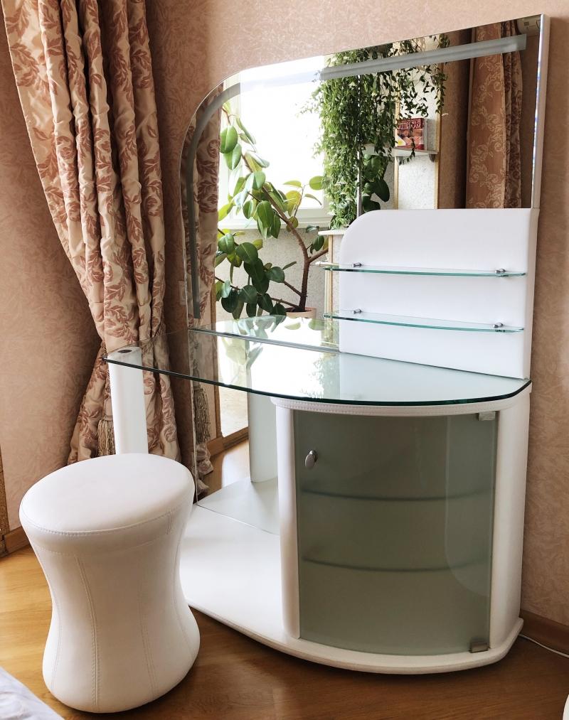 Новый Туалетный столик Гарда с Пуфом Этна Dream Land
