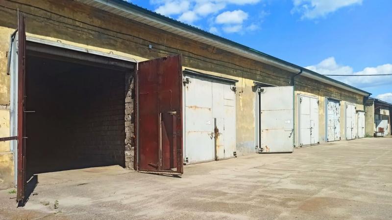 Теплые гаражные боксы под грузовой автомобиль, площадь 74 кв.м.