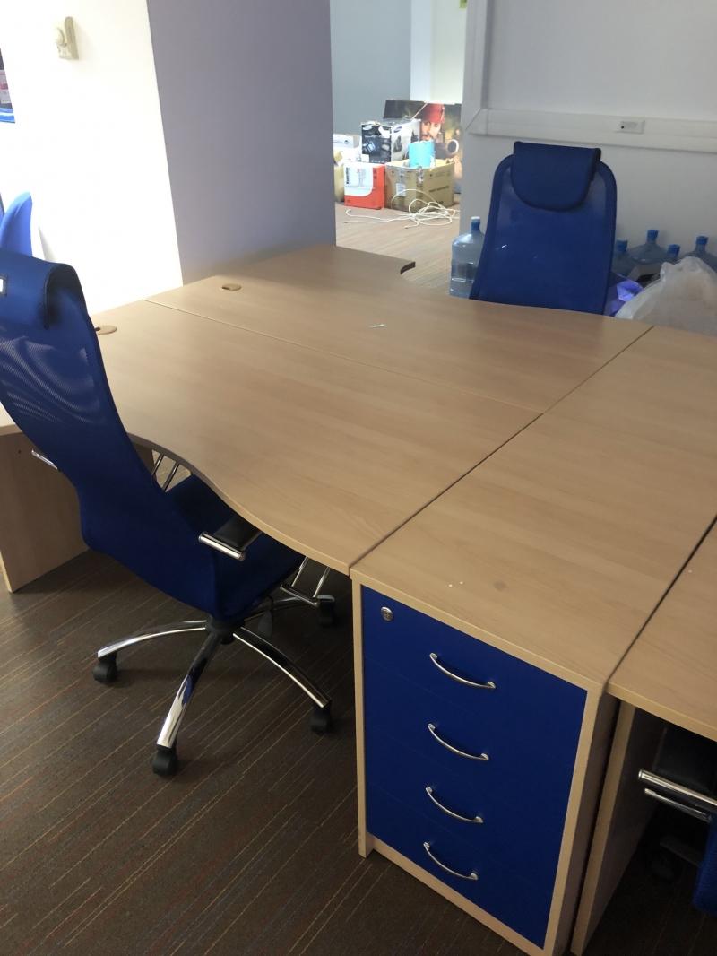 Офисные столы + тумбы к ним, 20 шт.