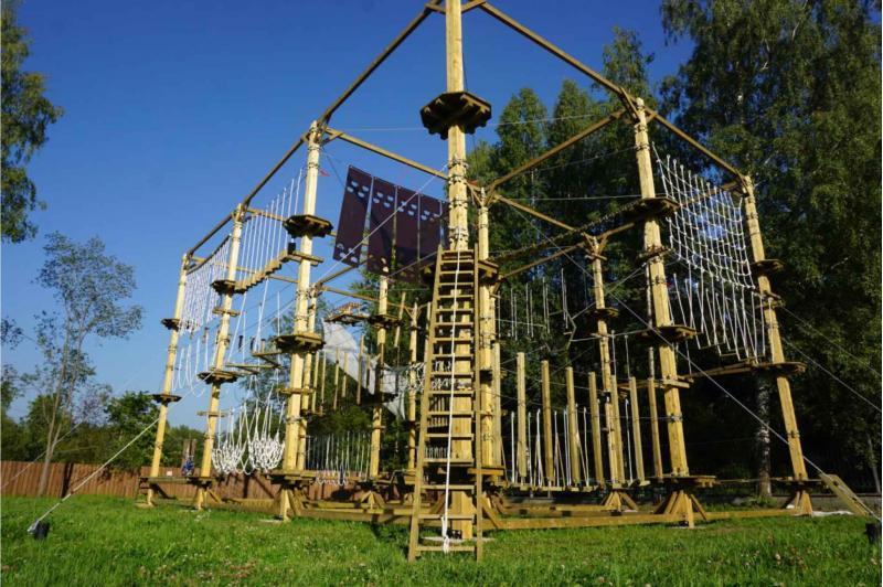 Большой веревочный парк на искусственных опорах