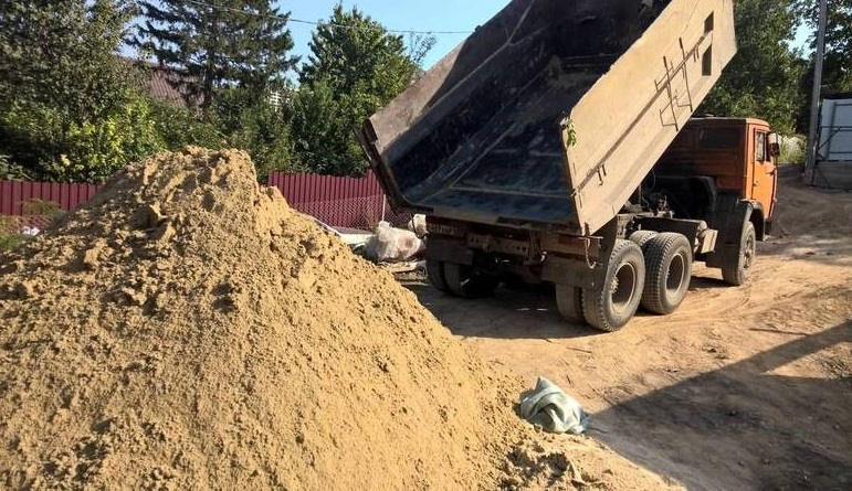 Доставка сыпучих материалов. Песок, отсев, щебень, бой кирпича, земля, грунт
