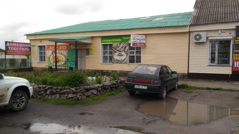 Здание магазина с земельным участком