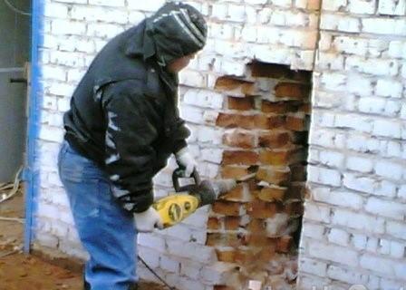 Демонтажные работы. Демонтаж стен, демонтаж стяжки