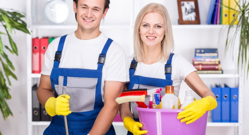 Предлагаем услуги уборка квартир, коттеджей, мойка окон, химчистка.