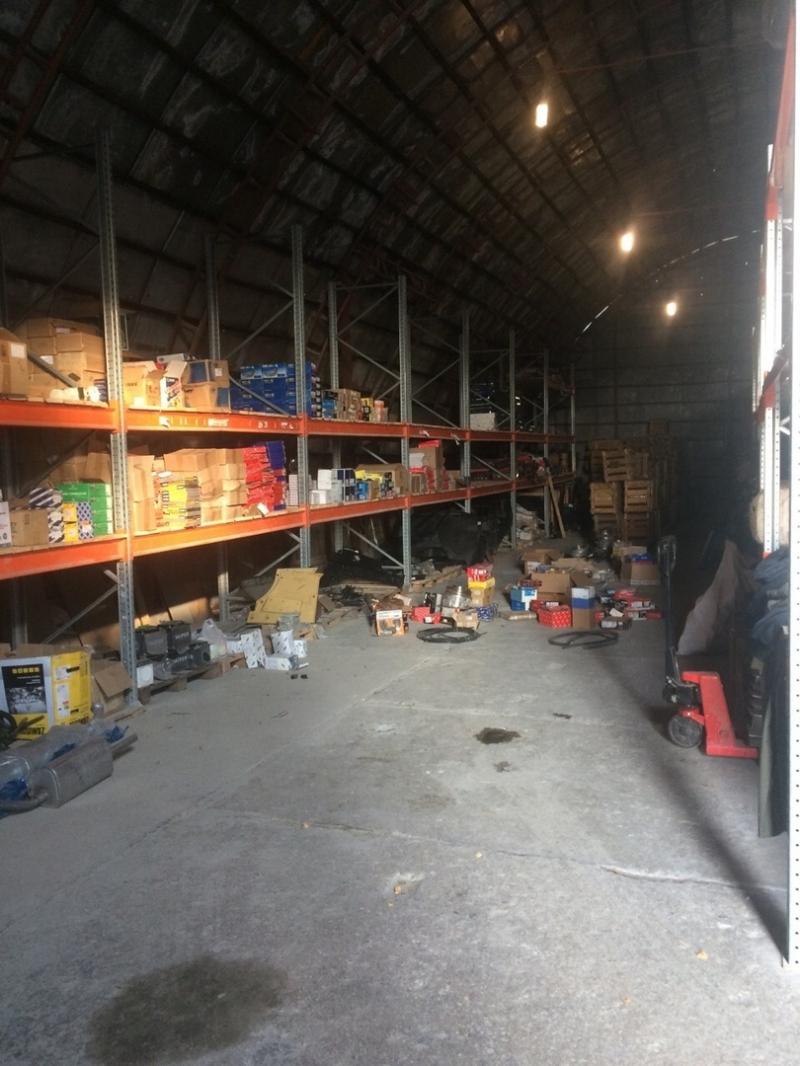 Продается склад различных товаров с хранения