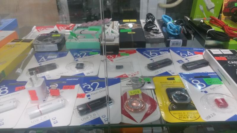 Продам  зарядки к ноутбукам, планшетам, сотовым телефонам.