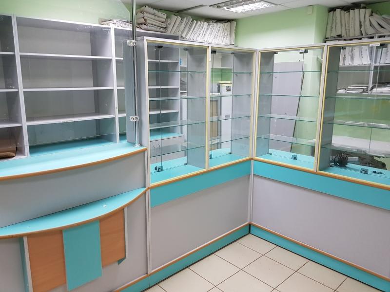 Шкафы витринные для аптеки или магазина