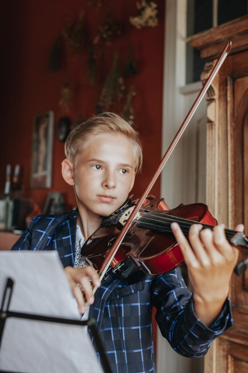 Гитара и скрипка на ваш праздник!Живая музыка на корпоратив,свадьбу,поздравление
