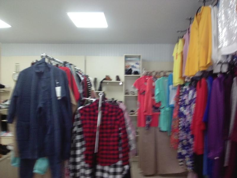 Продаю действующий магазин обуви для  всех и женской  одежды.
