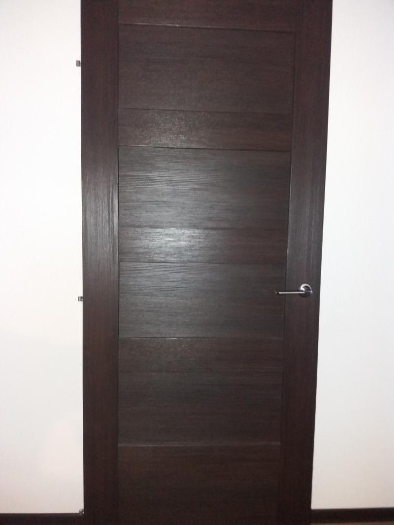 Продам  дверь межкомнатную от застройщика  цвет  ВЕНГЕ