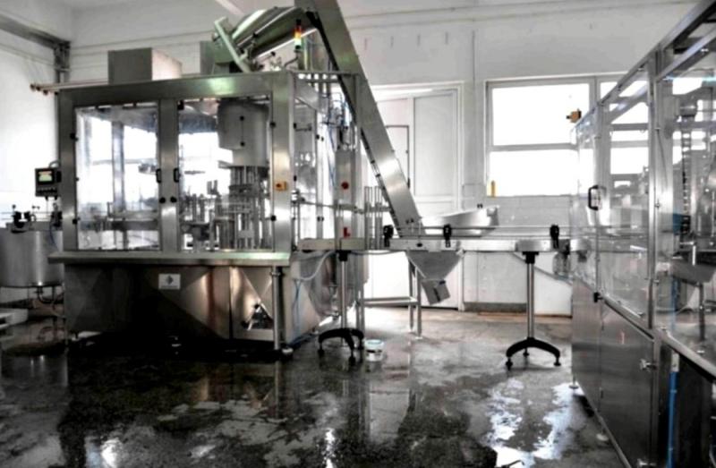 автоматические линии для розлива молочных продуктов.