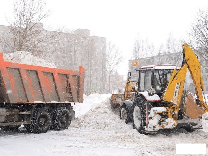 Аренда экскаватора-погрузчика, уборка снега