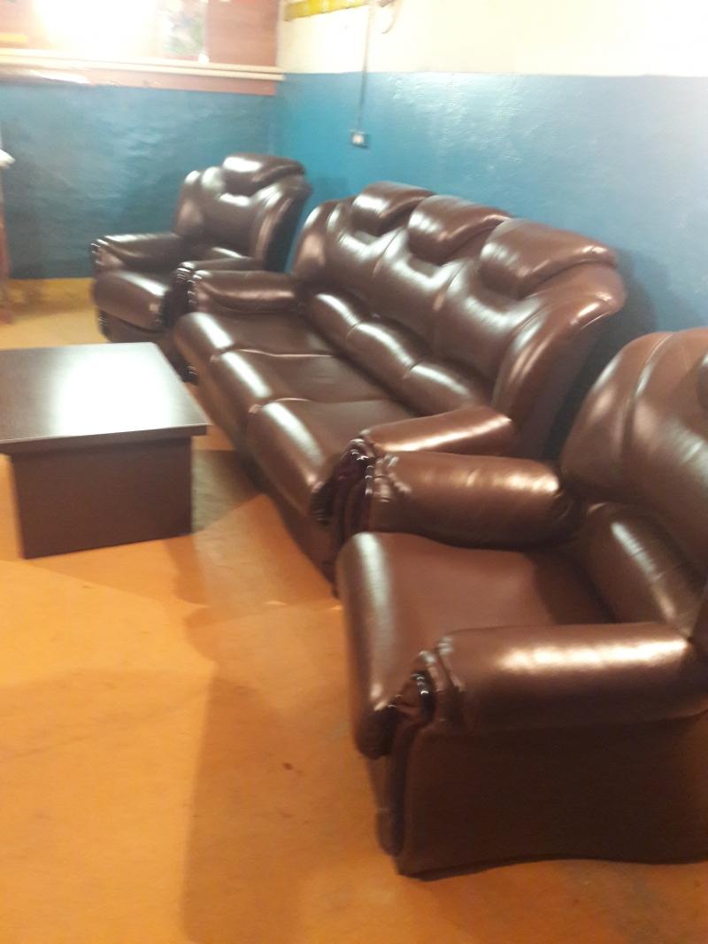 Диван и 2 кожаных кресла